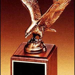 1293/XL Eagle Statue on Walnut Base